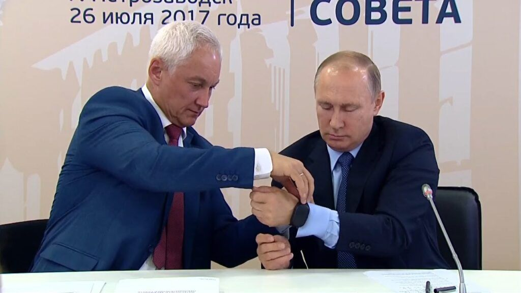 Как Путин примерил отечественный фитнес-браслет | Свежие новости | Фитнес браслеты | Смарт часы